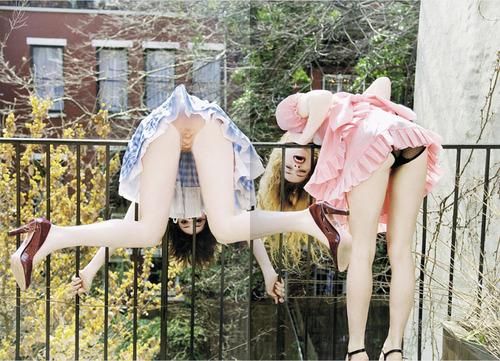 девушки надели свои трусы на голову подруги видио