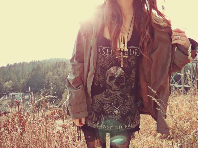 Прикрепленное изображение: bones-falteringbird-fashion-jacket-skull-Favim.com-458337.jpg