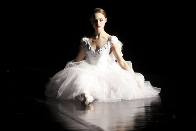 Прикрепленное изображение: ballet-black-swan-bones-dance-natalie-Favim.com-127697.jpg