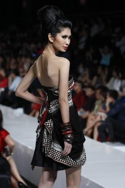 Прикрепленное изображение: bones-fashion-indonesia-jakarta-jakarta-fashion-week-2010-Favim.com-85123.jpg